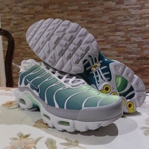 Nike Air Max Plus TN 'Aurora Green'